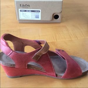 41 TAOS all leather wedge sandals velcro comfort